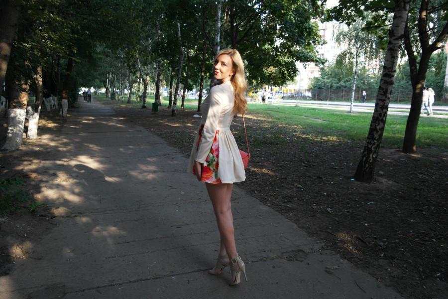 Фото ноги девушек в платьях