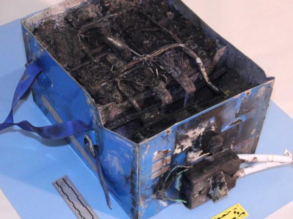 boeingdreaminer-burned-battery