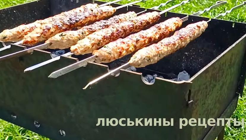 ПРАВИЛЬНЫЙ рецепт Люля-Кебаб на Мангале - СОЧНЫЙ, съедят ПРОСТО с шампурами!