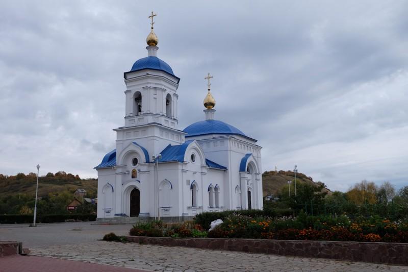 И снова Казанская церковь, общий вид.