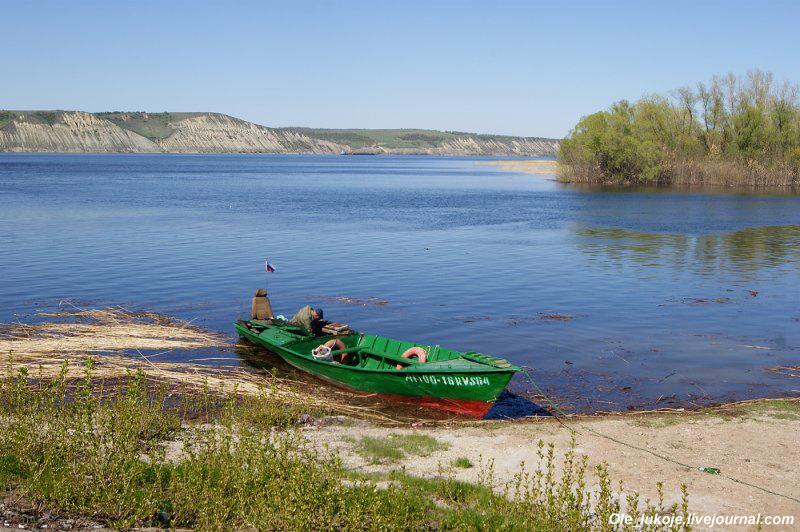 Вид на Волгу. В районе Маркса она почти в естественном русле, но всё же немного ощущается подпор Волгоградского водохранилища.