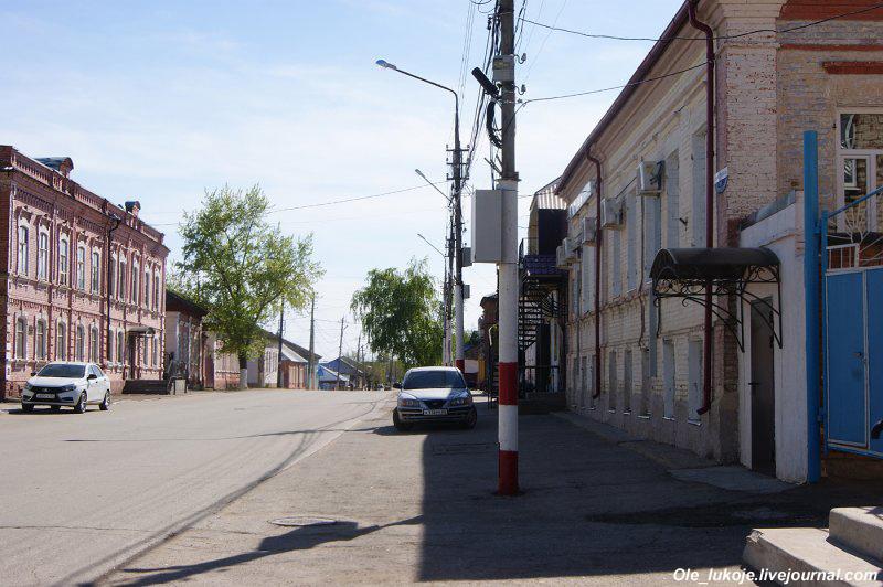Идём по улице Кирова, также сохранившей кое-какую дореволюционную застройку.