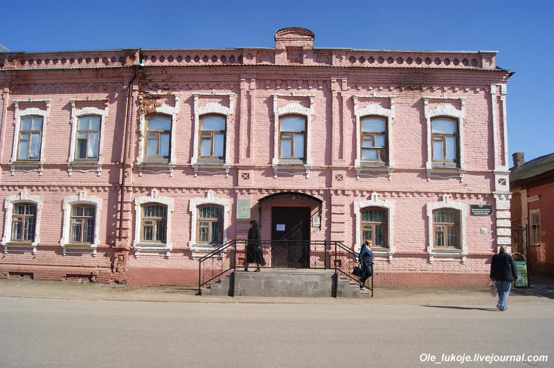 Краеведческий музей с богатой экспозицией по истории немцев Поволжья. Находится в бывшем доме Карле.