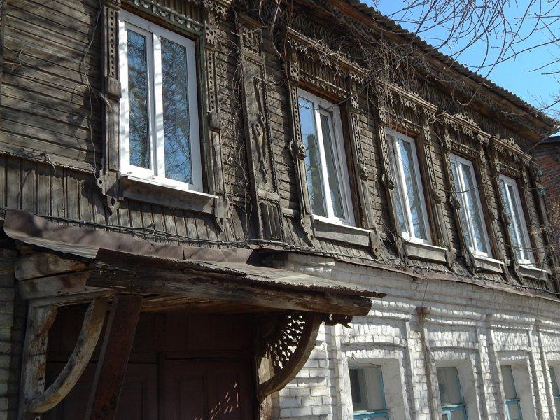 ...так и типичные для Самары и всей Волги двухэтажные дома с каменным первым этажом. Резьба на таких домах иногда отличалась большим изяществом.