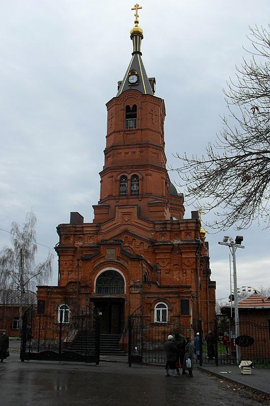 В двух шагах от площади Ленина - собор Александра Невского (1896 г.), единственный из сохранившихся храмов в центре Кургана.