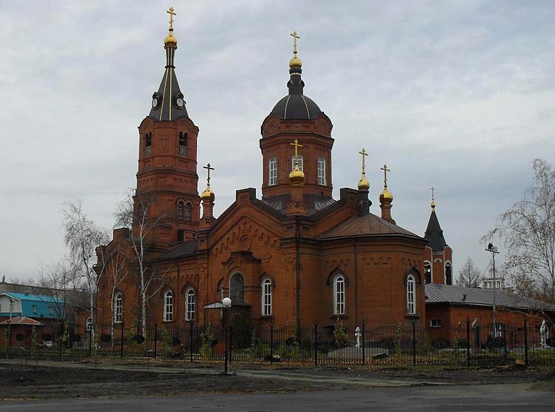 Собор не являлся главным в городе, но все более значительные и красивые церкви в центре Кургана были уничтожены коммунистами.