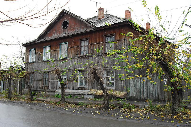 Дома в этих кварталах между улицами Климова и Куйбышева порой вызывают вопрос: сколько же еще все это простоит?