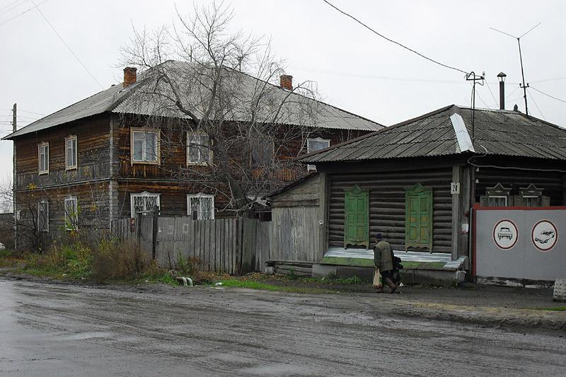 В целом конечно кварталы между улицами Климова и Куйбышева потрясают. Для областного города вообще редчайший случай. Скорее всего, в ближайшем будущем все это пойдет под снос, в 2019 году возможно многого уже и нет..