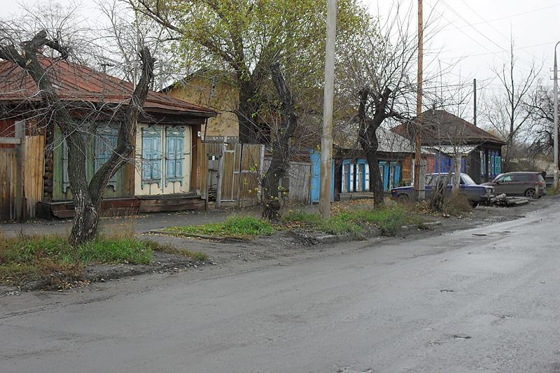 Где-то на углу Климова и Красина. Снова приземистые домики, напоминающие Северный Казахстан. Есть у Кургана с ним что-то общее.