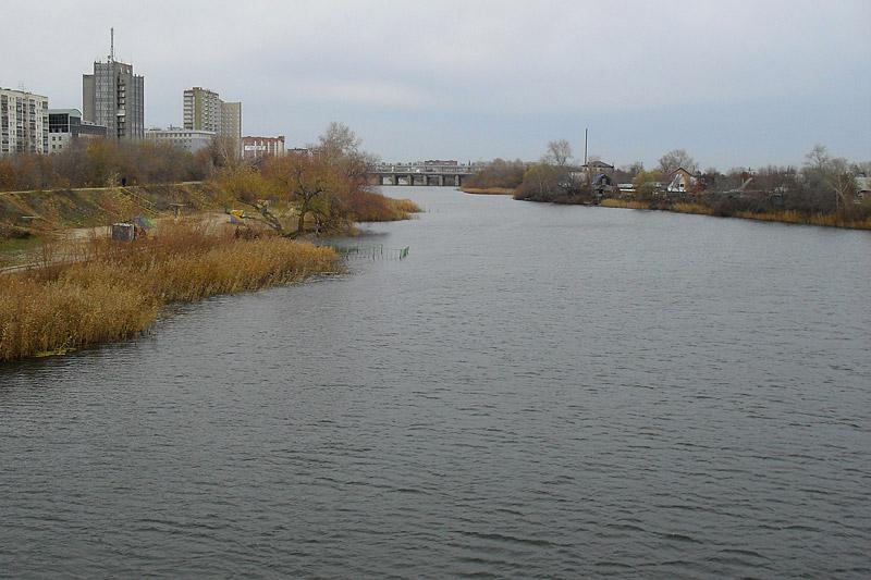 Вот и Тобол. Вид в сторону моста с небольшой плотиной. Туда я и отправился дальше.