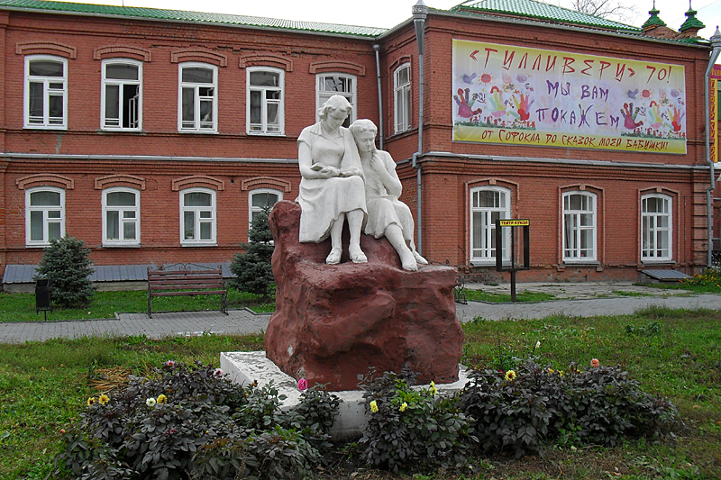 Где-то в центре между вокзалом и площадью Ленина. Закончим про Курган все-таки на мажорной и позитивной ноте)