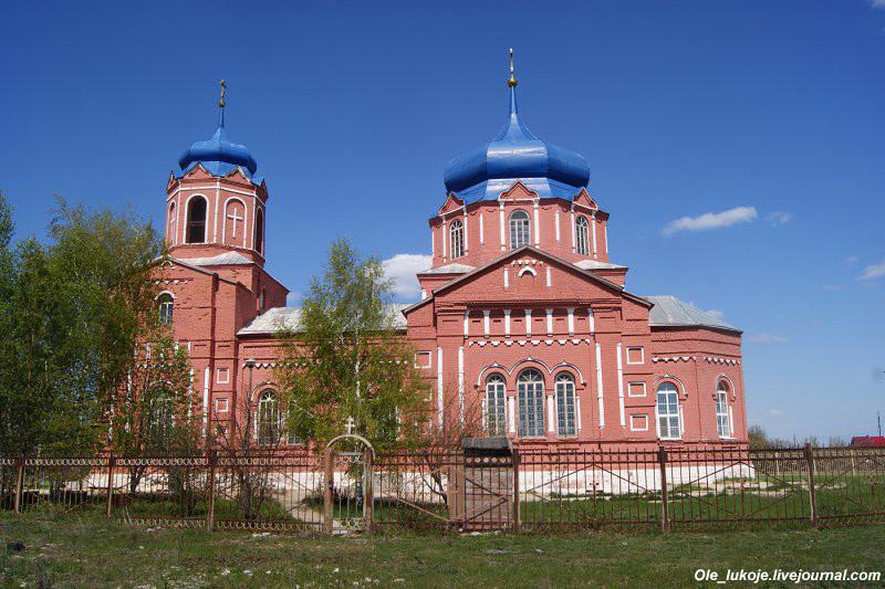 Храм Михаила Архангела в селе Маянга уже третий на этом месте. Построен в 1907 году, стиль скорее всего эклектика с влиянием псевдорусского стиля.
