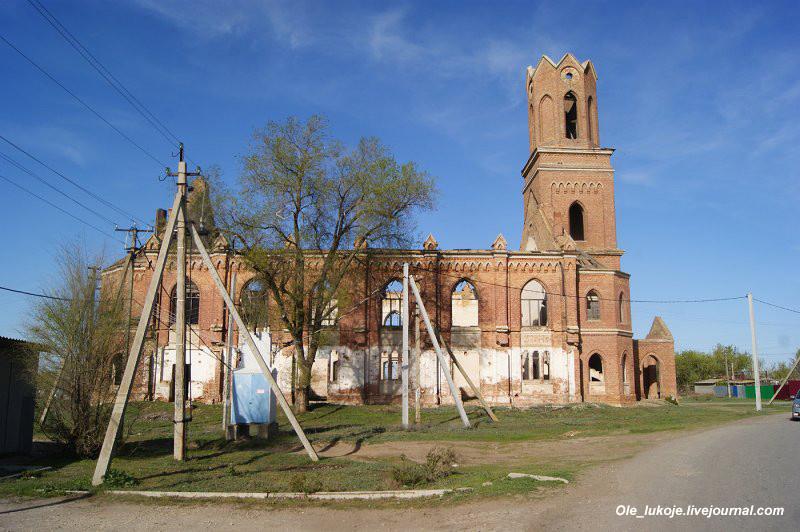 Последняя остановка - село Липовка Энгельсского района, уже недалеко от Энгельса и Саратова. Первоначально было известно как поселение Шефер, основанное 1 августа 1766 года выходцами из Саксонии и Пфальца. В первые 50 лет село развивалось медленными темпами, в основном из-за набегов киргиз-кайсаков (казахов), в 1774 г. колония была ими разграблена.