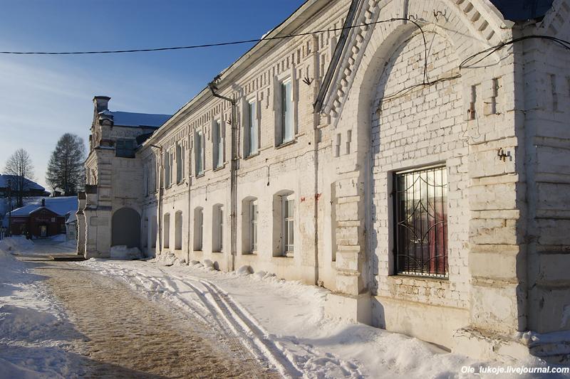Торговые ряды на центральной площади также 19 века. Именно в 18 и 19 веках Судиславль наиболее активно развивался и богател.