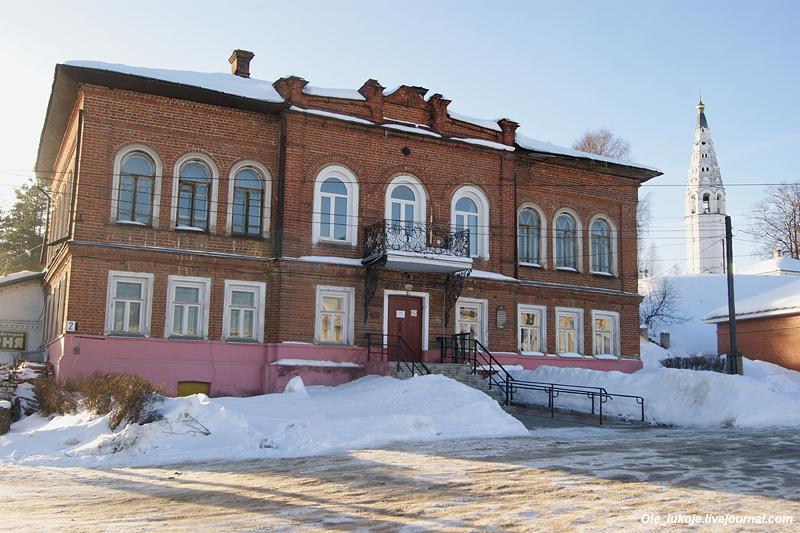 Окончание центральной площади со стороны соборного холма. Здание Городской Думы.