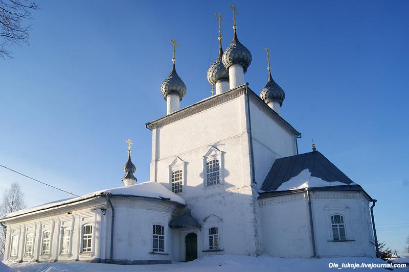 Преображенский собор построили на месте старого обветшалого в 1758 г. Хотя эпоха барокко в то время шла полным ходом и в провинции, храм получился весьма лаконичным снаружи, без особых украшений.