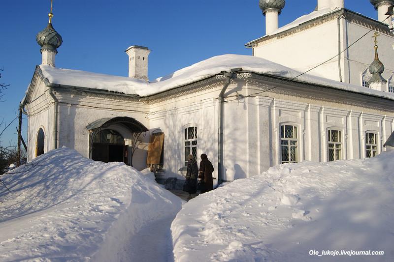 Сугробы в человеческий рост. Конец зимы в Заволжье выдался очень снежным.