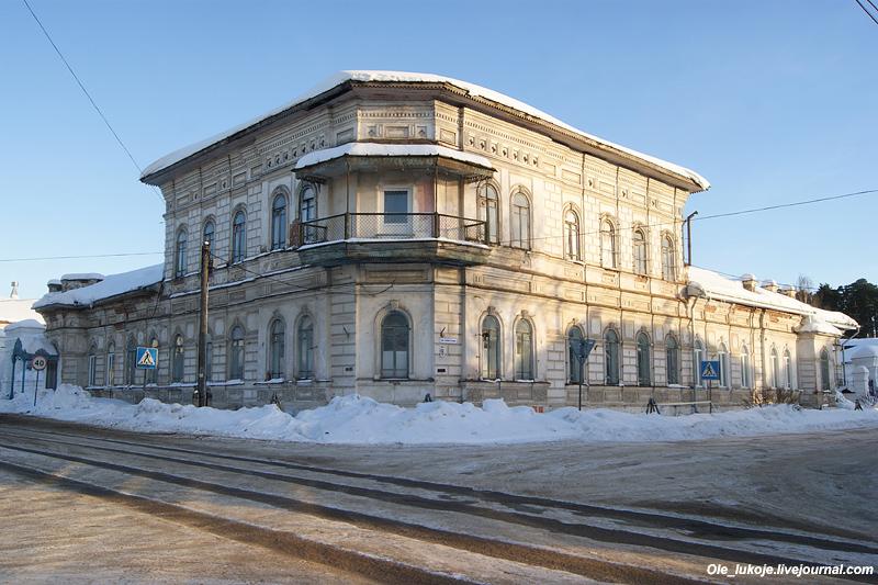 Усадьба купца Третьякова середины 19 века - одна из главных достопримечательностей Судиславля.
