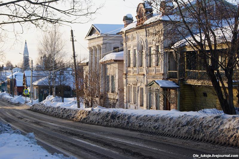 Взгляд назад по Комсомольской улице.