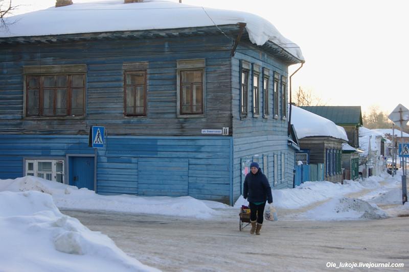 Вернемся назад и свернем на улицу Советскую, которая оказалась еще более колоритной, чем Комсомольская.
