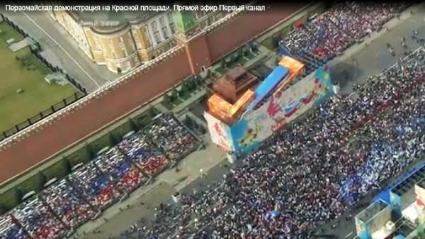 """Ряженые на Красной площади на цирковом предствалении """"1 Мая"""""""