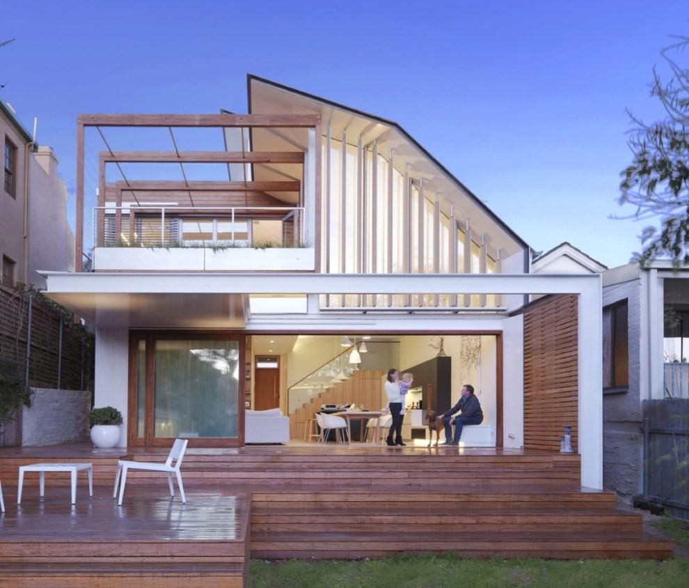 Фасады домов фото с балконом и эркером