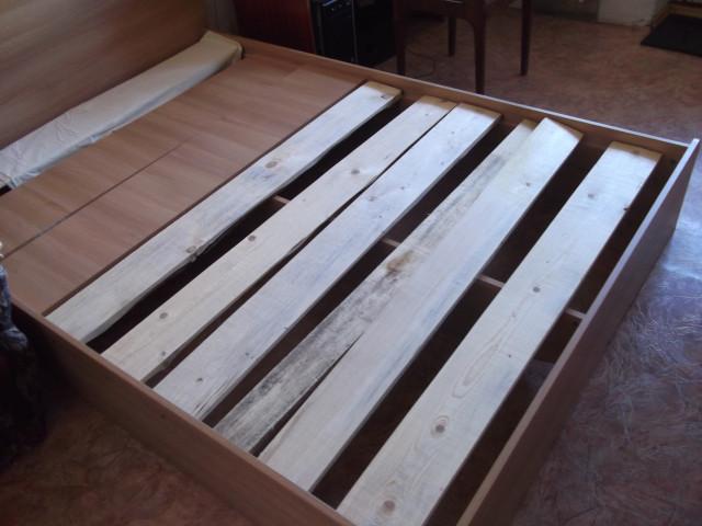 Кровать сломалась от секса