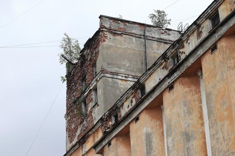 Левая башня Петрозаводского пивоваренного завода на улице Луначарского,44