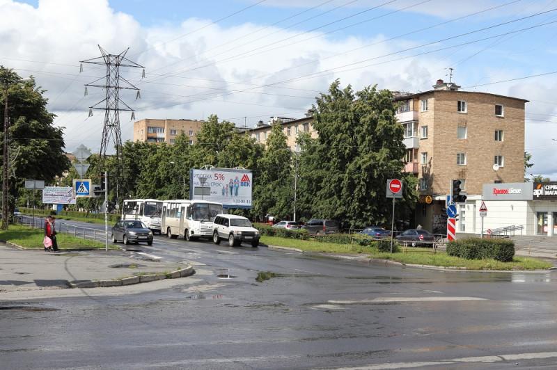 Перекресток Октябрьского проспекта и улицы Ленинградской