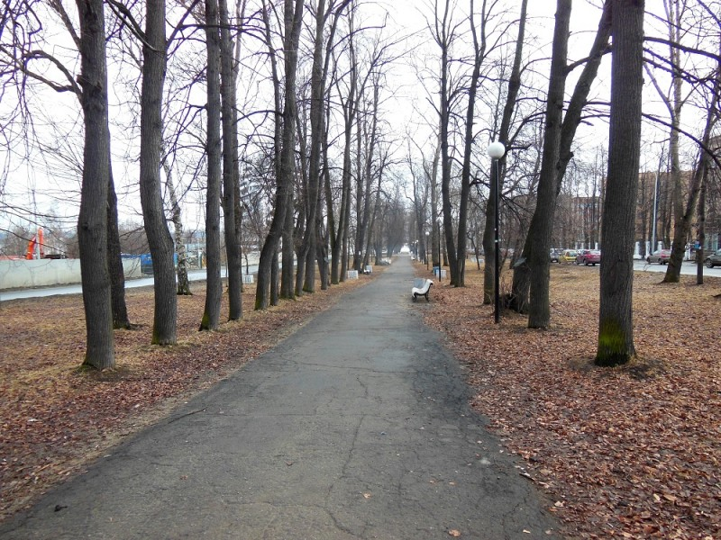 Левашовский бульвар в апреле