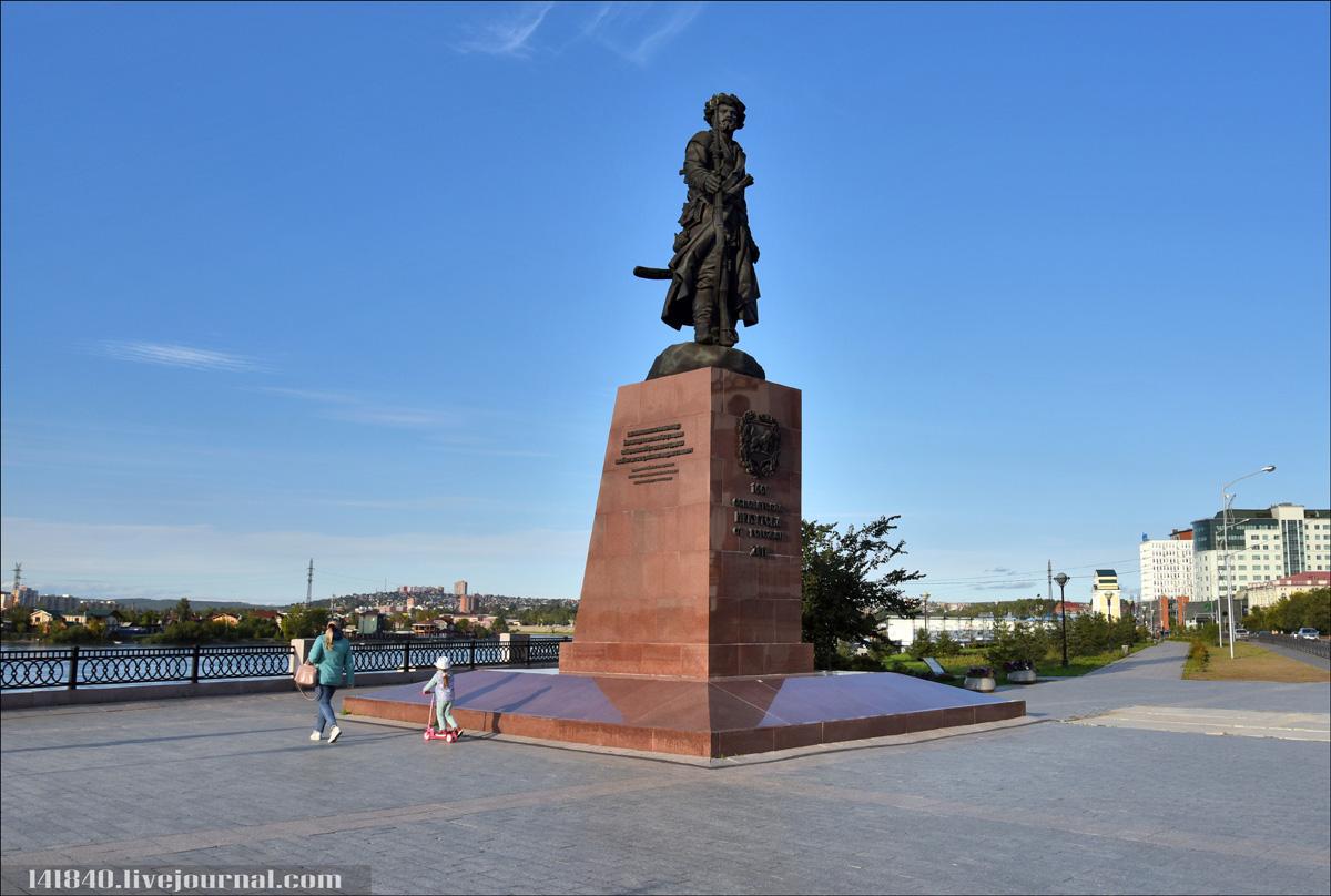 1017 Памятник основателям Иркутска.jpg