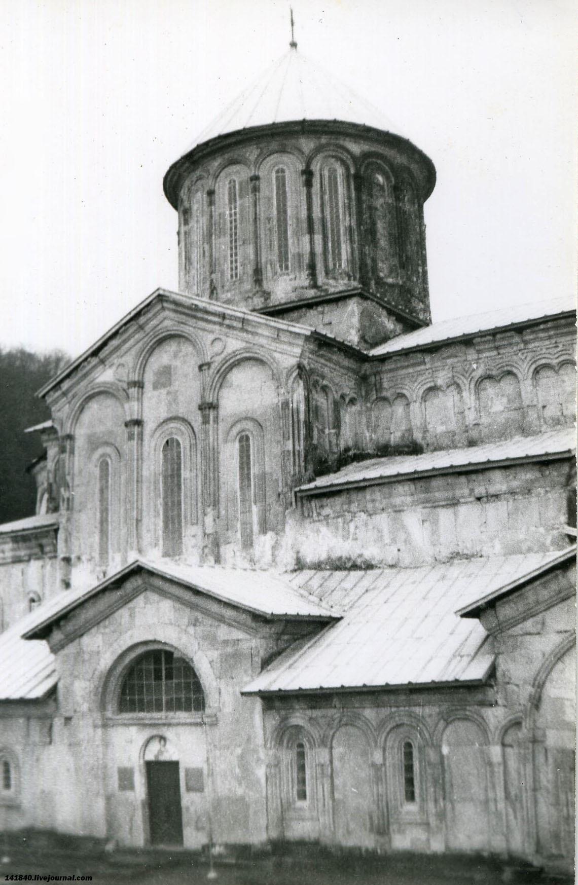 Гелатский монастырь 12 век.jpg