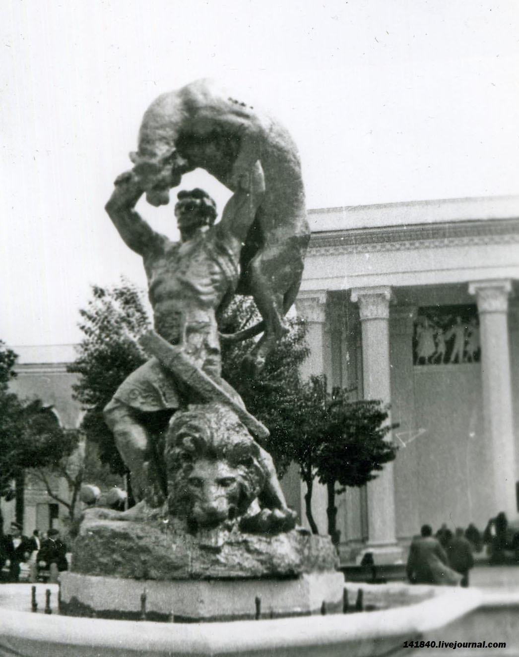 Цхалтубо Источник №6 Барельеф и Сталин Фонтан Витязь.jpg