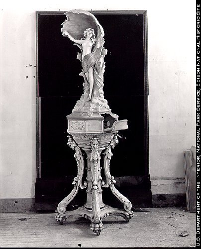 Edison_phonograph_1912