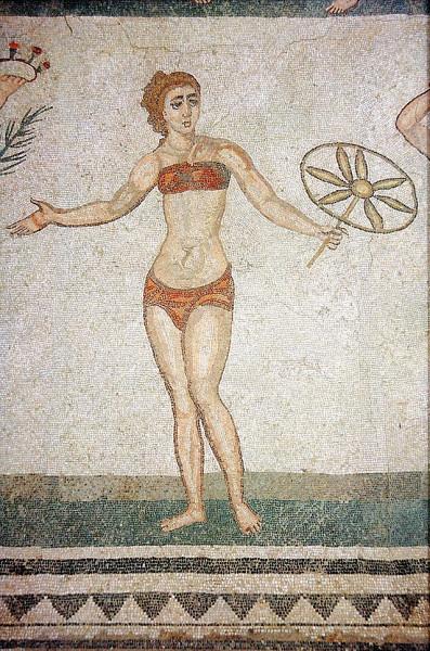640px-PiazzaArmerina-Mosaik-Bikini
