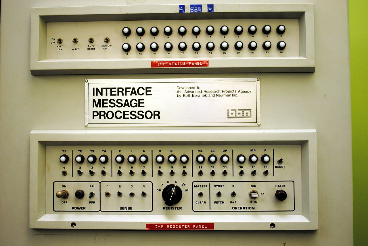 1280px-Interface_Message_Processor_Front_Panel
