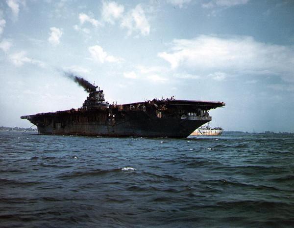 USS_Franklin_NY1945