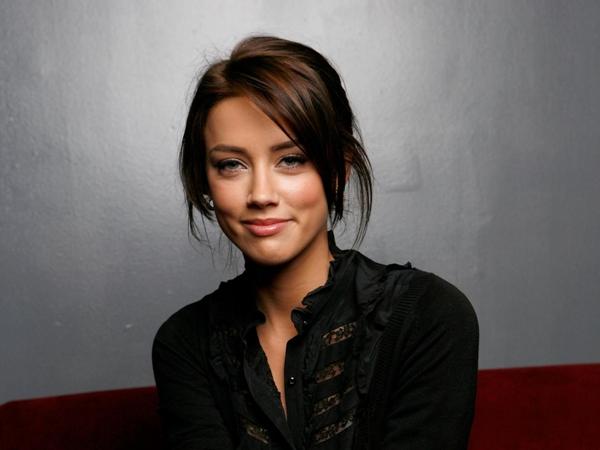 красивая девушка.