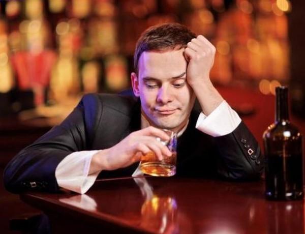 запах алкоголя.