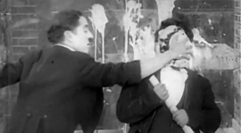 кадр из старого фильма с Чаплином