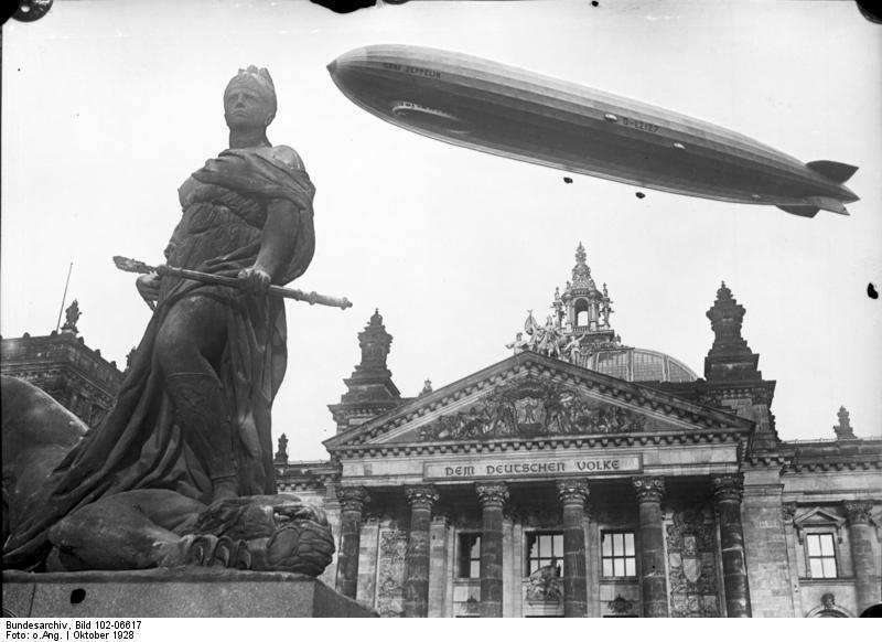 Graf_Zeppelin-_über_Reichstag