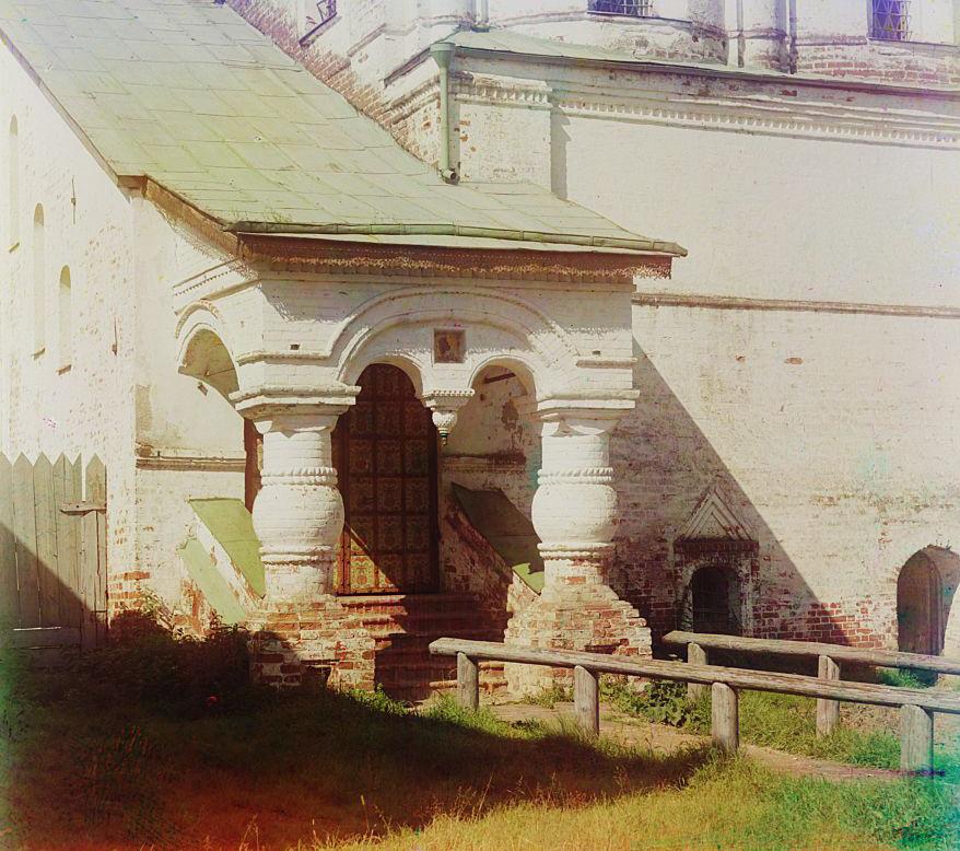 Ростов Великий Вход в церковь Иоанна Богослова в Кремле. Ростов Великий. [1911 год]
