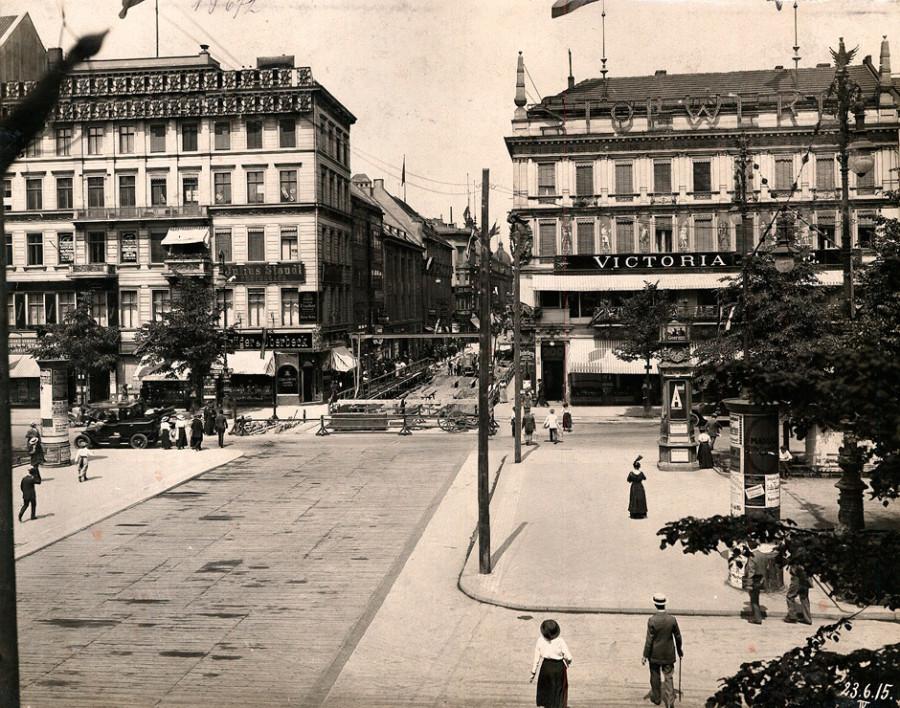 Berlin_Unter_den_Linden_-_Friedrichstraße_1915-06-23