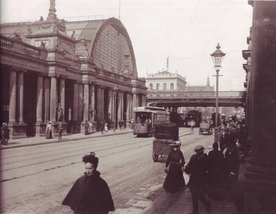 Bahnhof_Alexanderplatz_mit_Königskolonnaden,_1904