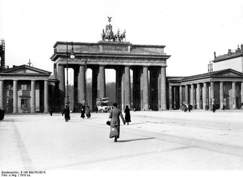 Bundesarchiv_B_145_Bild-P014314,_Berlin,_Brandenburger_Tor
