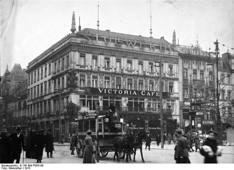 Bundesarchiv_B_145_Bild-P050198,_Berlin,_Viktoria-Cafe,_Unter_den_Linden