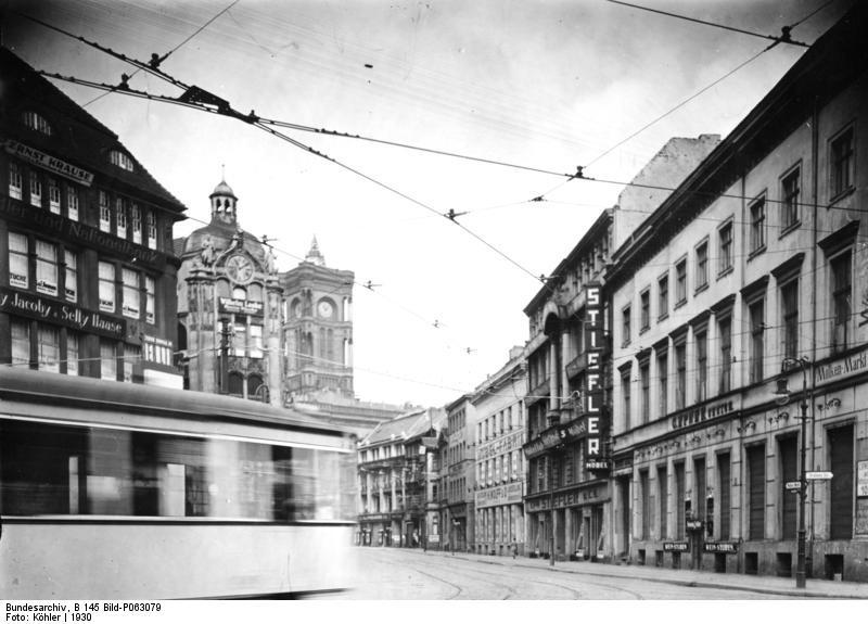 Bundesarchiv_B_145_Bild-P063079,_Berlin,_Häuser_am_Molkenmarkt