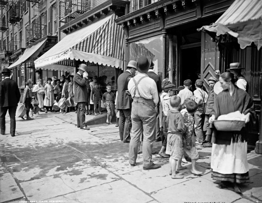 Free ice in New York, 1900