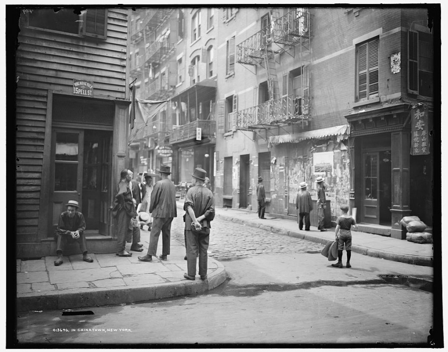 In Chinatown, New York 1900z