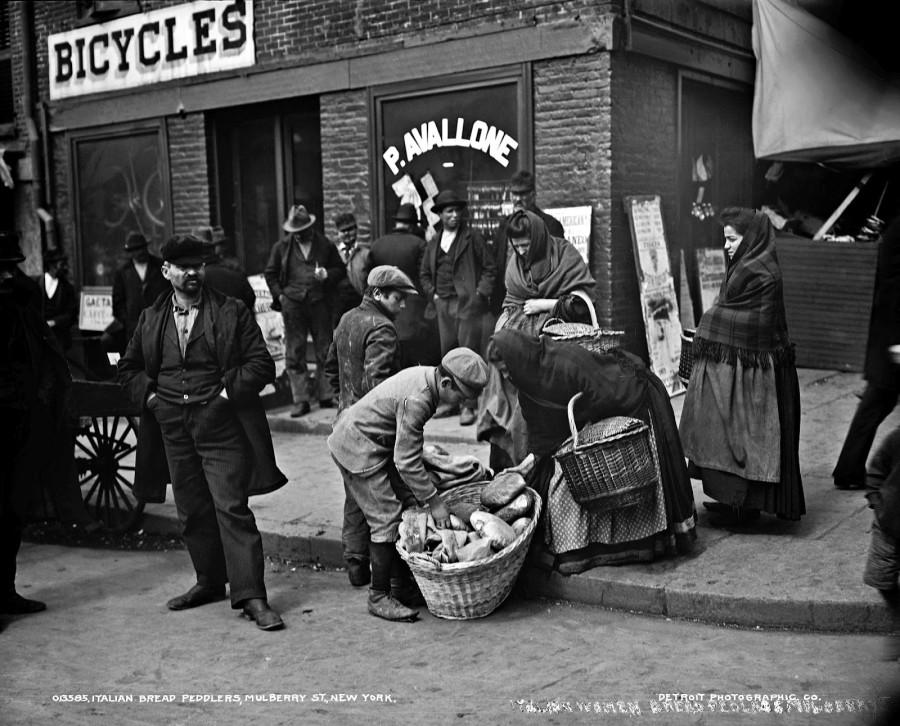 Italian bread peddlers, Mulberry Street, New York City, 1900